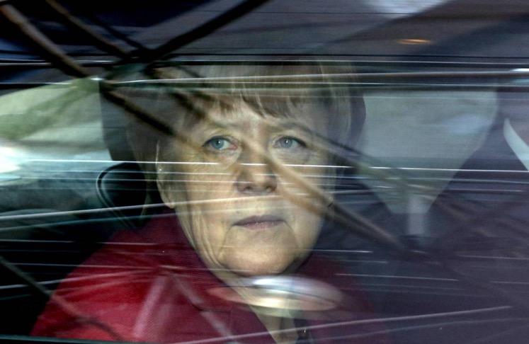 La canciller Merkel a su llegada a una cumbre europea sobre inmigración en Bruselas, el 17 de marzo de 2016 (Reuters).