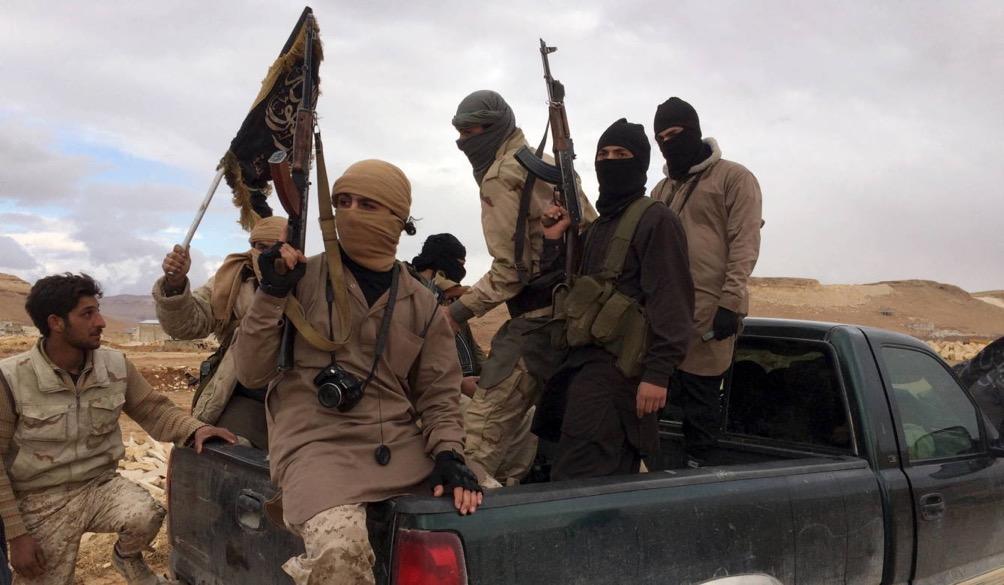 Combatientes del Frente Al Nusra en el Valle de Bekaa, Líbano,... </div> <a href=
