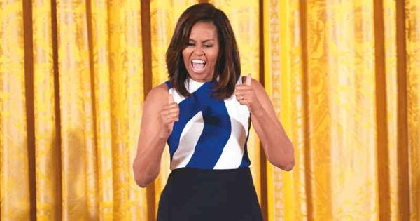 Michelle Obama nació hace 52 años en Chicago. Como niguna primera dama en la historia ha logrado dejar una huella que trasciende la labor de Barack Obama como presidente. Muchos lamentan que no sea ella la candidata actual. A.F.P.