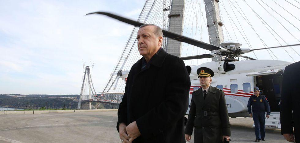 Recep Tayyip Erdogan, ante el nuevo puente sobre el Bósforo.