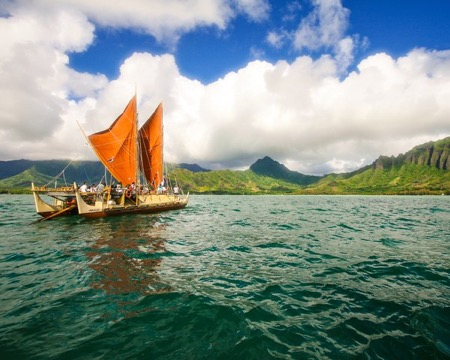 The day breaks over Hōkūleʻa with Kualoa behind her (Morris Publications)