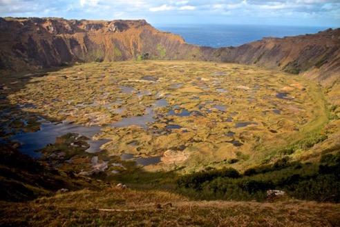 Rano Kau, EL cráter más grande de la Isla de Pascua (Oriol / Mivueltalmundo.com)