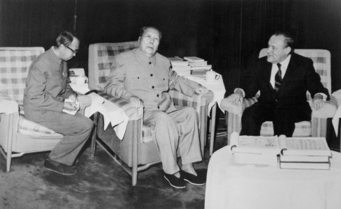 Mao with New Zeland Prime Minister Robert Muldoon. Photo from Bettman Archive.