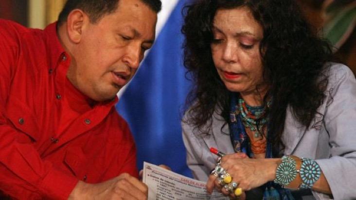 Murillo junto al fallecido presidente venezolano Hugo Chávez. AFPImage caption