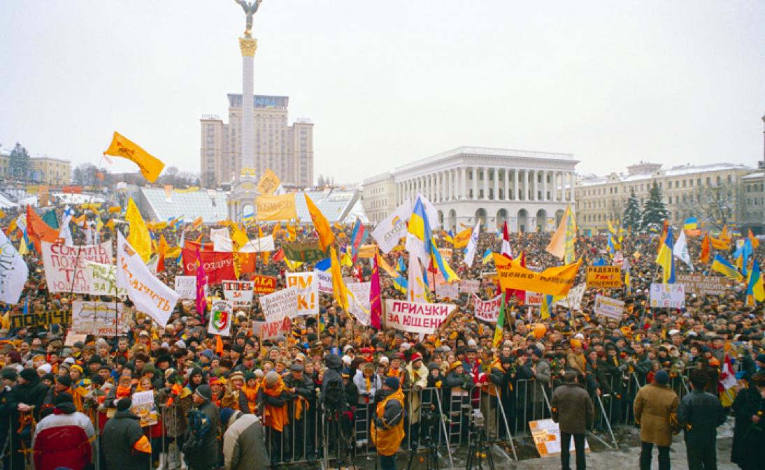 Manifestantes de la Revolución Naranja en apoyo al opositor Viktor Yushchenko, en la plaza de la Independencia durante las protestas del año 2004.
