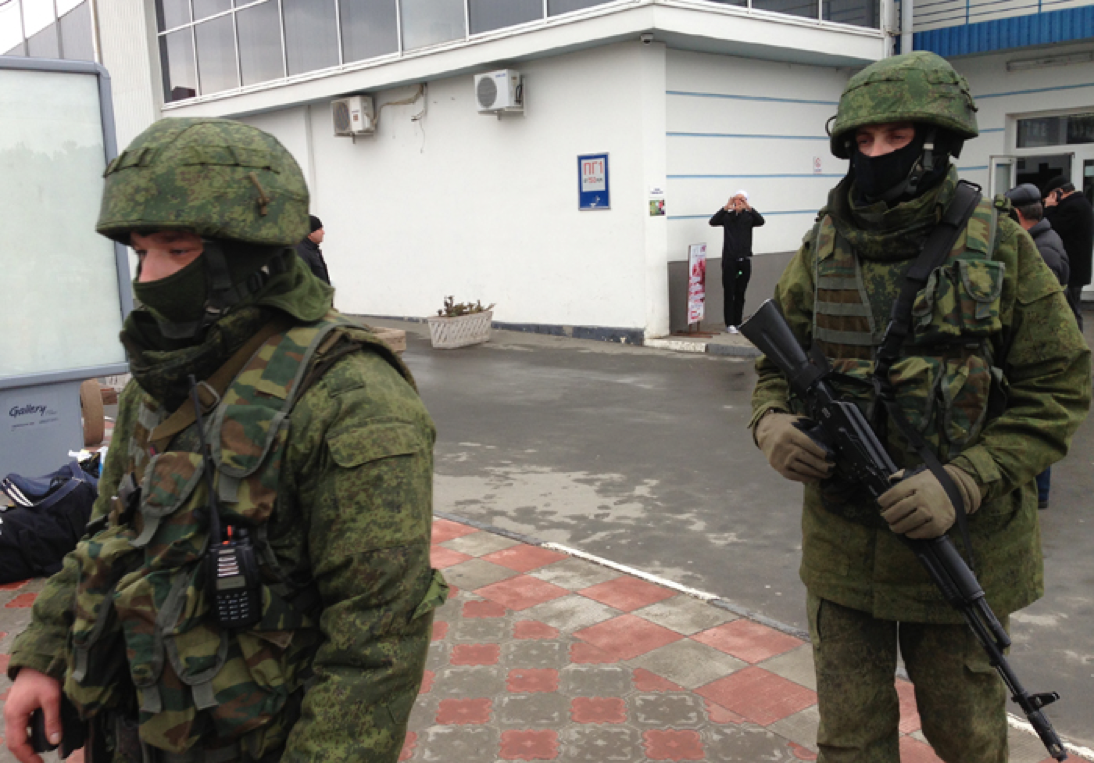 Los apodados «Hombrecillos Verdes», tropas sin insignias que ocuparon puntos estratégicos de Crimea. De inmediato se los señaló como tropas rusas de incógnito.